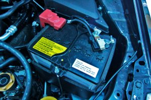 Замена аккумулятора на Subaru XV.