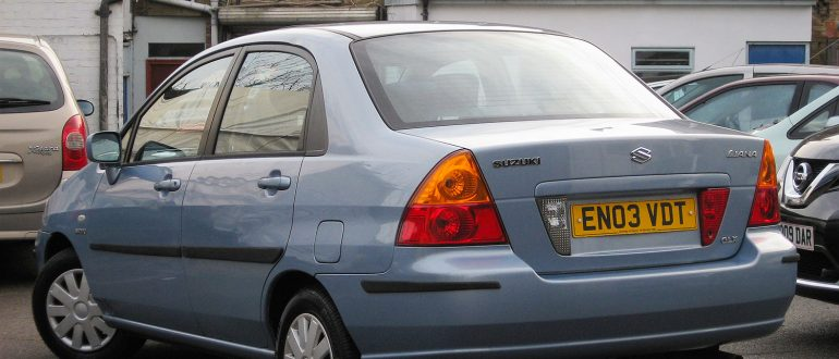 Suzuki Liana.